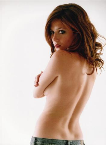 actress Anna Friel young salacious picture in public