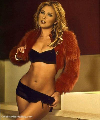 models Aracely Arámbula 25 years exposed photo in the club