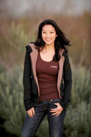 celebritie Arden Cho 20 years prurient photo in public