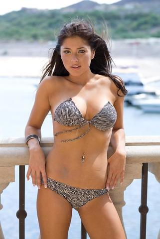 actress Arianny Celeste 23 years provocative pics in public