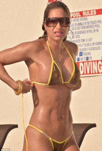 celebritie Jennifer Nicole Lee 25 years stripped snapshot in public