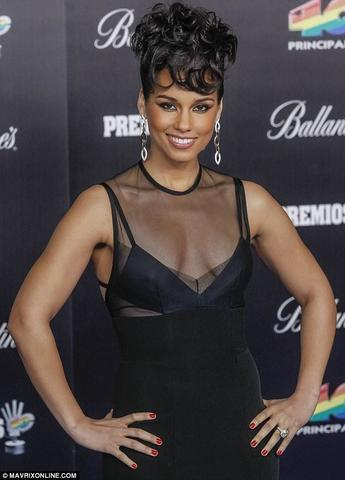 celebritie Alicia Keys 20 years nude young foto picture beach