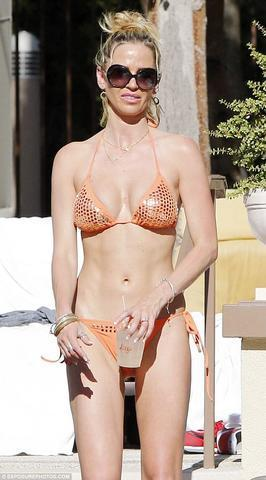 actress Sara Foster 21 years romantic foto beach
