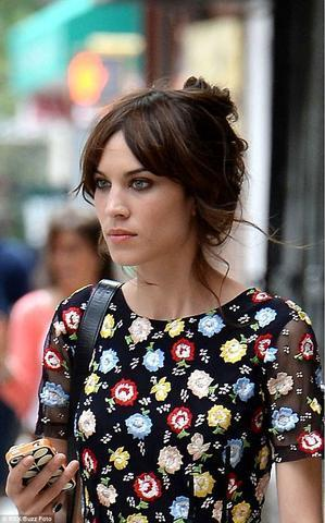 Hot picture Alexa Chung tits