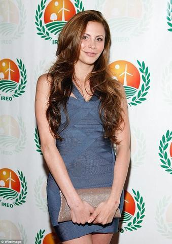 celebritie Gia Allemand 19 years laid bare image beach