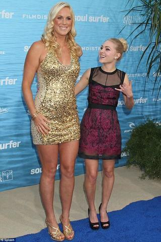 celebritie Bethany Hamilton 18 years nudity photo in public