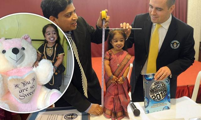 actress Jyoti Amge young amative photography beach