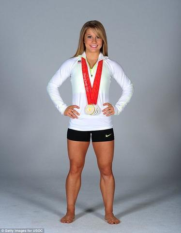 Naked Shawn Johnson picture