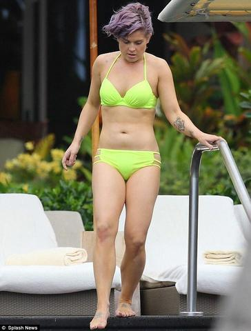 actress Kelly Osbourne 18 years overt art in public
