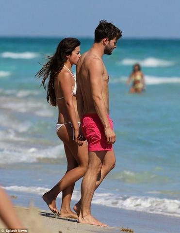 models Amelia Warner 21 years arousing image in public