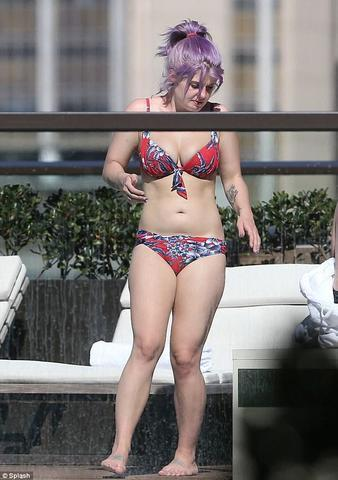 actress Kelly Osbourne 21 years indelicate photo beach