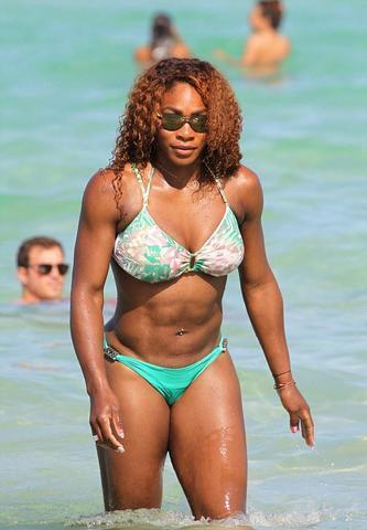 actress Serena Williams 19 years swimming suit foto in public