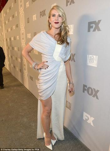 celebritie Lily Rabe 22 years fleshly photos in public