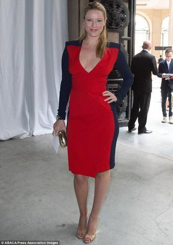 models Kiera Chaplin 18 years indelicate picture home