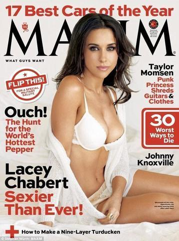 actress Lacey Chabert 21 years stripped photoshoot in public