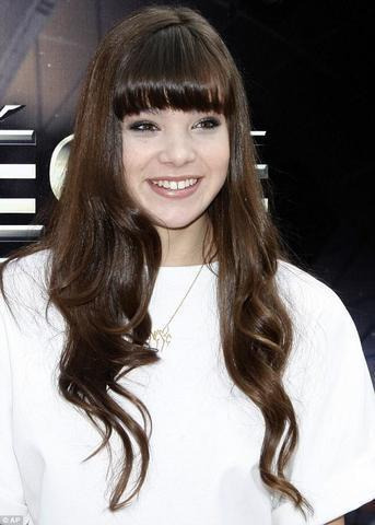 actress Hailee Steinfeld 2015 romantic snapshot in public