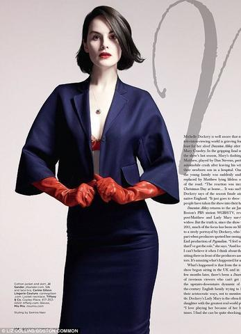 celebritie Michelle Dockery 24 years uncovered photos in public