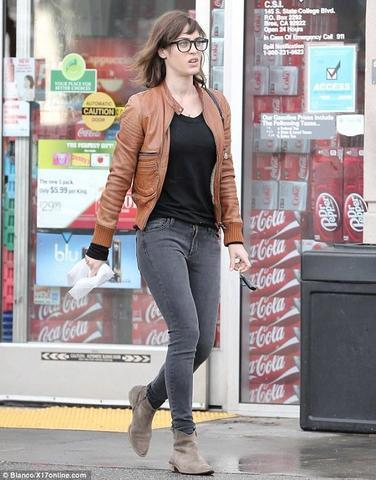actress Lizzy Caplan young romantic pics in public