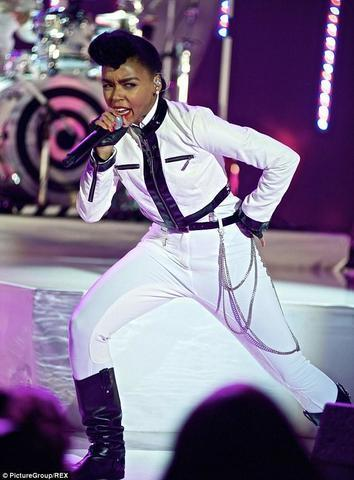 models Janelle Monáe 24 years in the buff image in the club