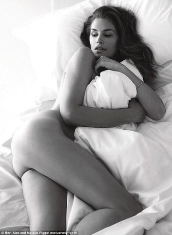 Cindy Crawford nude photo