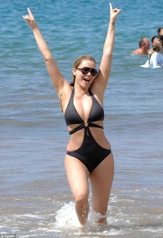 models Shanna Moakler 25 years Without camisole pics beach