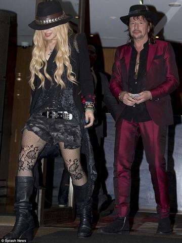 actress Orianthi 21 years amatory photography in the club
