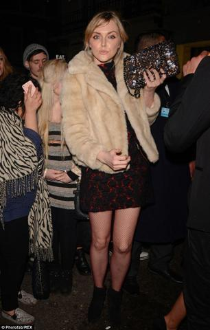 celebritie Sophie Dahl 23 years sensual photos in the club