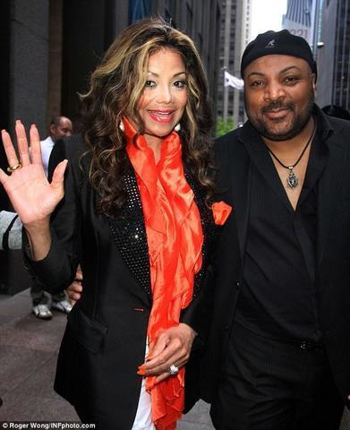 actress La Toya London 25 years voluptuous pics beach