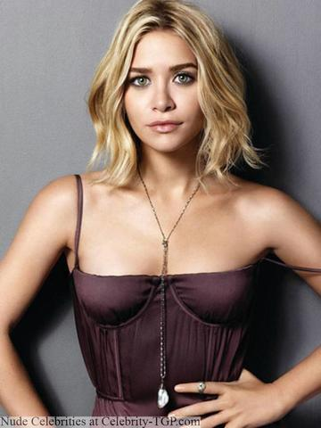 celebritie Ashley Olsen 22 years Without camisole snapshot beach
