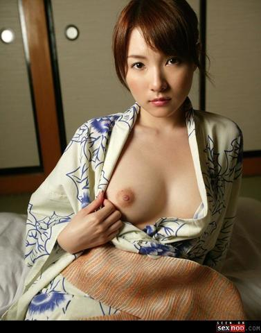 actress Rui Saotome 25 years naked photo home