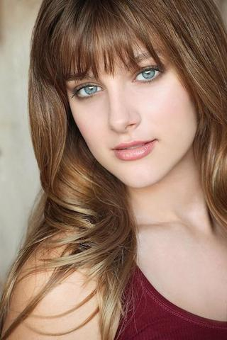 celebritie Aubrey Peeples 22 years chest image beach