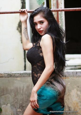 models Christina Hadiwijaya 20 years raunchy image in the club
