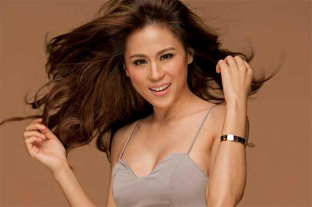 models Toni Gonzaga 25 years swimsuit photography in public