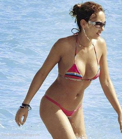 celebritie Bárbara Mori 24 years salacious picture beach