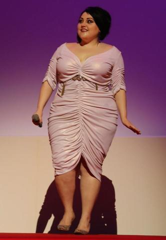 actress Beth Ditto 24 years ass snapshot home