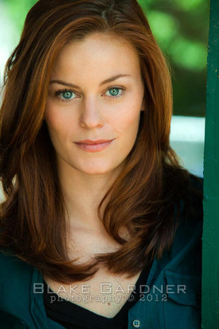 celebritie Cassidy Freeman 25 years sexual pics home