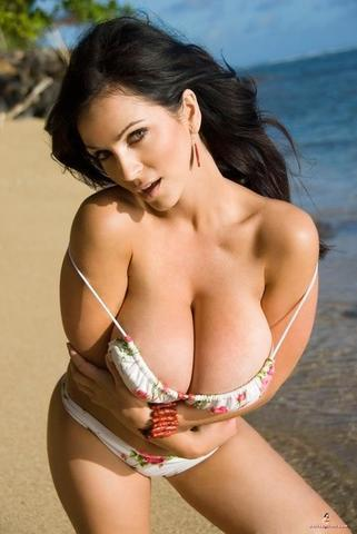 celebritie Eiko Koike 2015 titties foto beach