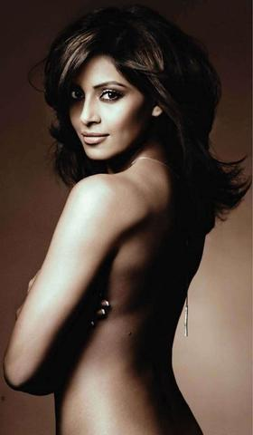 models Bipasha Basu 23 years stripped art home
