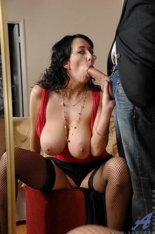 actress Linda Bella 20 years indecent picture home