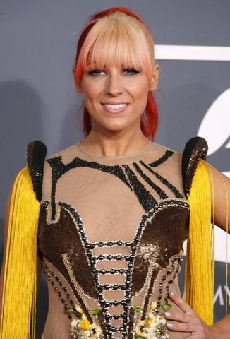 actress Bonnie McKee 25 years titties photos home