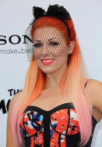 celebritie Bonnie McKee 2015 sky-clad pics in the club