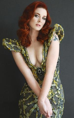 models Alexandra Breckenridge 19 years voluptuous photoshoot beach