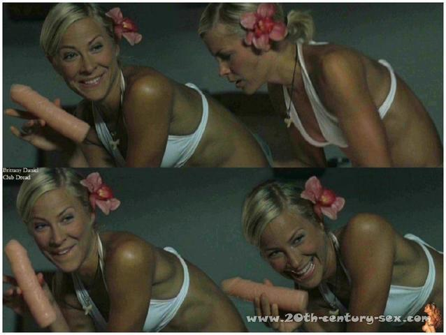 actress Brittany Daniel 21 years Without panties foto home