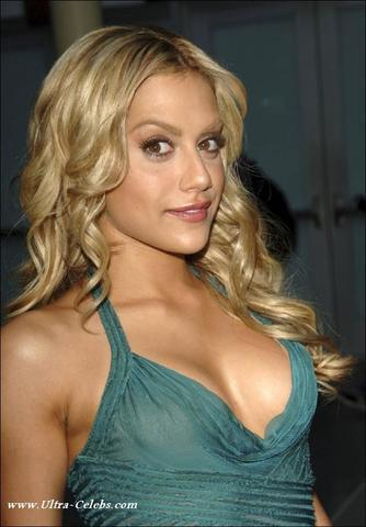 models Brittany Murphy 24 years bare image in public