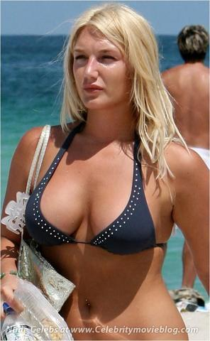 actress Brooke Hogan young undressed image beach