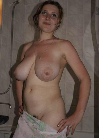 celebritie Emily Bergl 24 years hot art in public