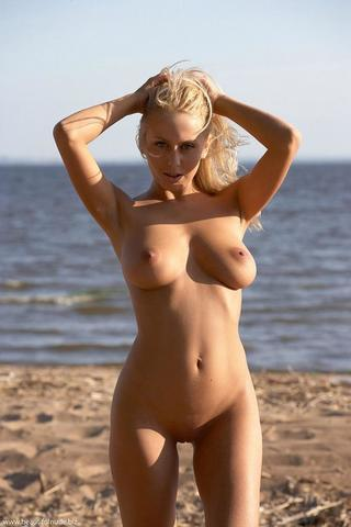 actress Leah Rachel 20 years provocative pics beach