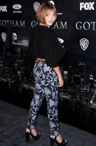 actress Camren Bicondova 22 years Without bra picture in the club
