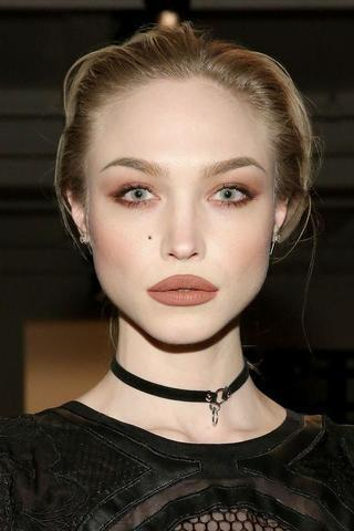 celebritie Ivy Levan young swimsuit picture in public