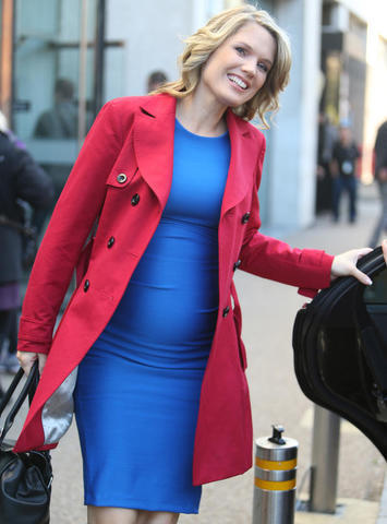 celebritie Charlotte Hawkins 21 years Without brassiere photo in public